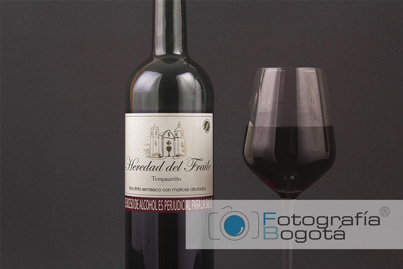 fotografia-bogota-catalogo-vino-tinto-colombia-oscuro
